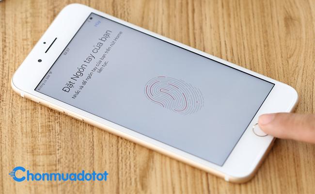 Thiết kế truyền thống, cảm biến vân tay một chạm - iPhone cũ giá rẻ